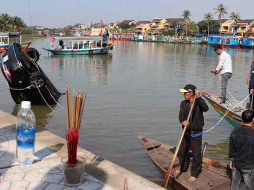 Vợ chồng cãi nhau, chồng lao xe xuống sông Thu Bồn tự tử khiến 3 người thiệt mạng