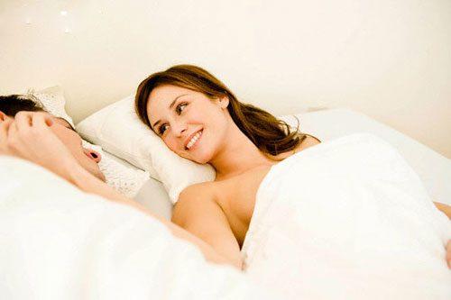 9 điều ông chồng nào cũng muốn vợ sẽ làm cho mình trên giường