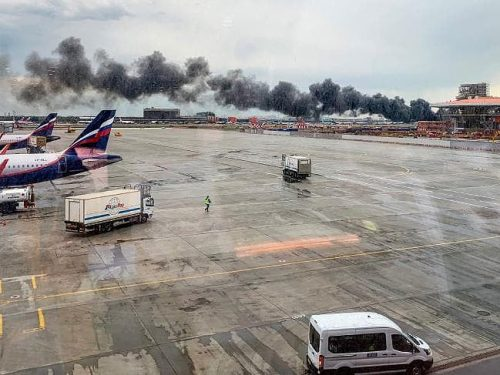 Máy bay Nga bốc cháy dữ dội, 41 người thiệt mạng