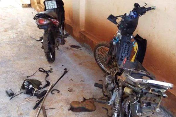 Xe máy và dụng cụ kích điện nhóm thanh niên dùng để trộm chó1