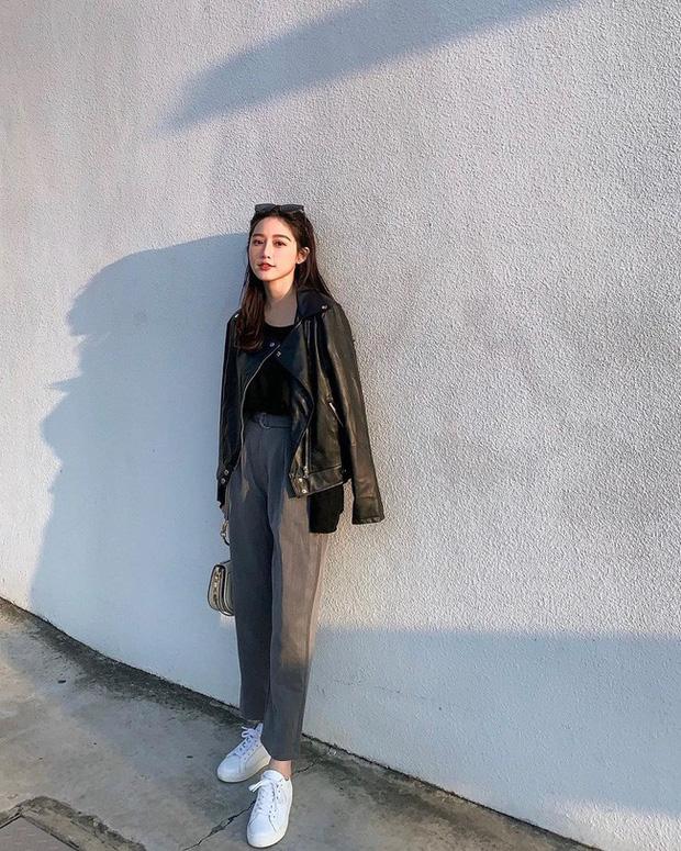 Aó khoác da mix quần jeans & áo phông trơn thanh lịch