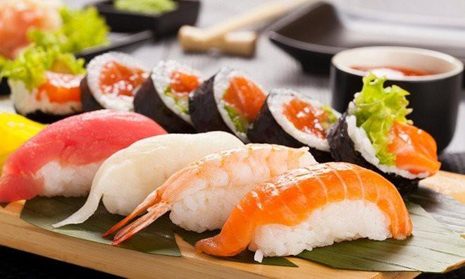 Mẹ bầu cần cân nhắc kỹ trước khi ăn các món ăn cá sống1