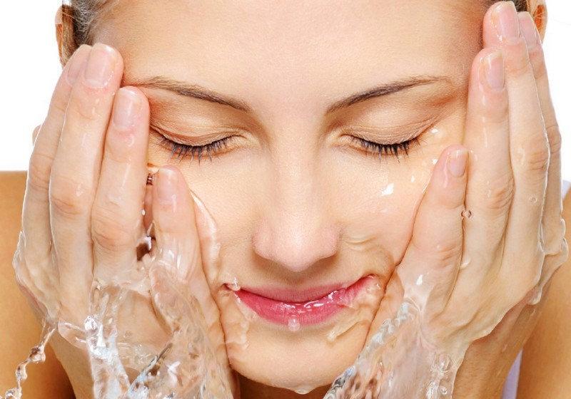 Lựa chọn loại sữa rửa mặt có kết cấu kem mềm, ẩm mượt dành cho da thường1