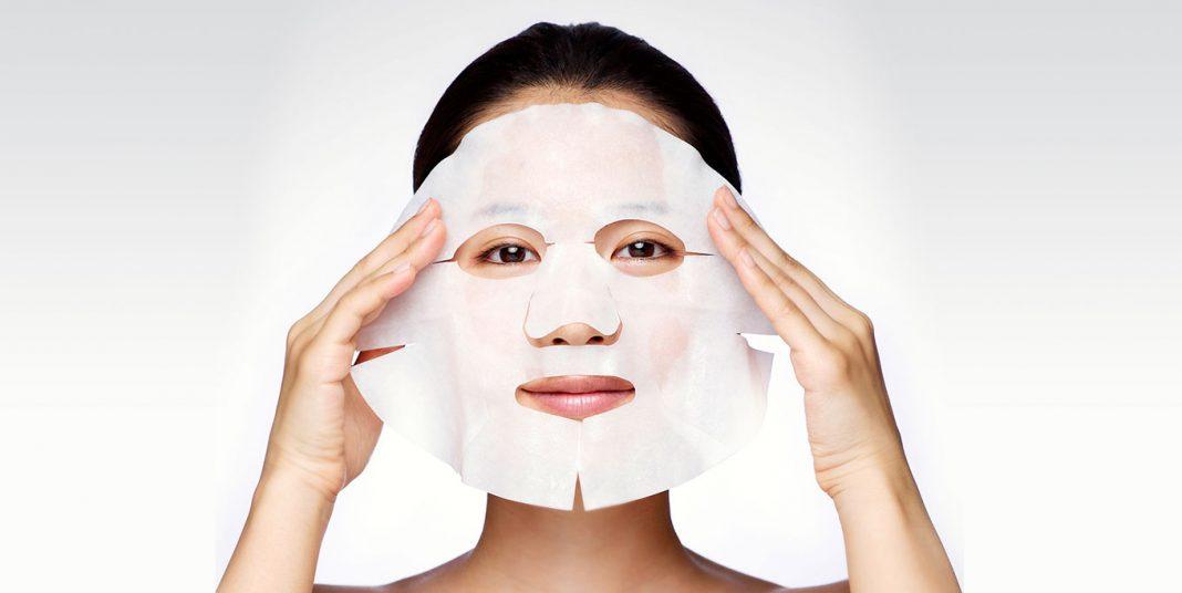 Đắp mặt nạ dưỡng da để cấp nước, bổ sung các dưỡng chất cần thiết cho da1