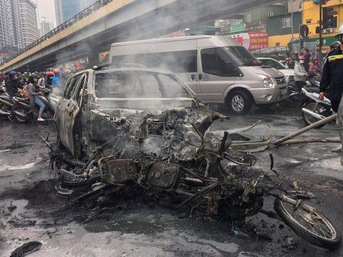 Hà Nội: Xe ô tô Mercedes gây tai nạn liên hoàn khiến một người chết