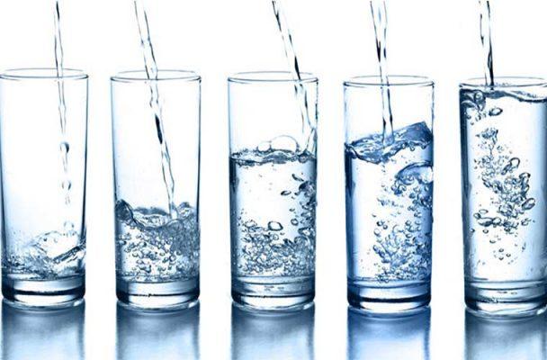 Uống nhiều nước để cân bằng độ ẩm của da1