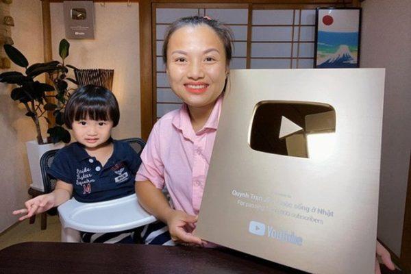 Hai mẹ con Quỳnh Trần và bé Sa được nhiều khán giả yêu thích1