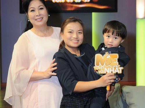 NSND Hồng Vân gặp gỡ Youtuber ẩm thực Quỳnh Trần và bé Sa