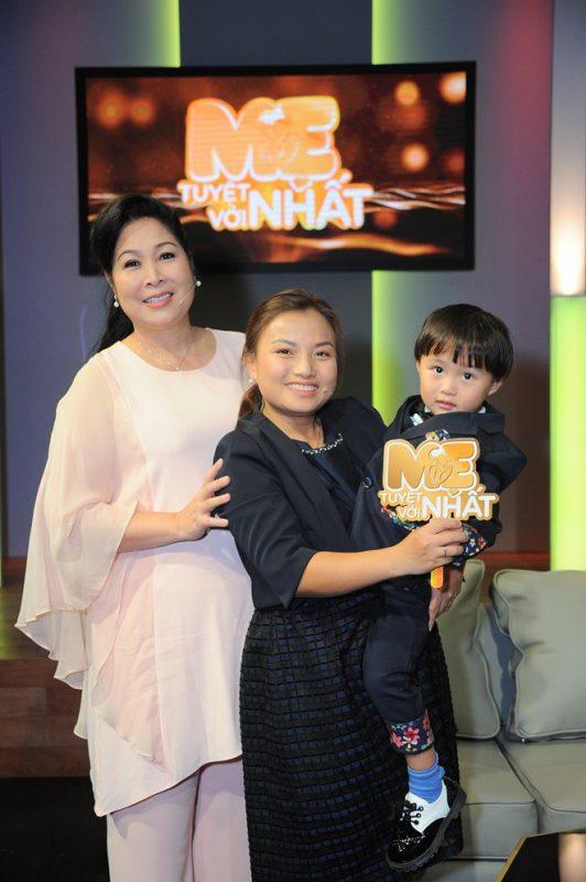 Quỳnh Trần và bé Sa tham gia chương trình Mẹ tuyệt vời nhất1