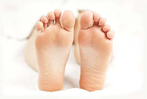 Bàn chân to đầy đặn thể hiện sự vững chắc trong sự nghiệp1
