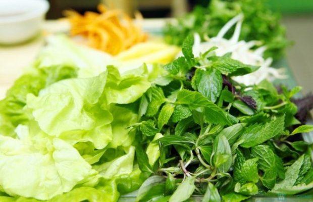 Các loại rau sống chứa nhiều vi khuẩn gây hại cho sức khỏe của mẹ và bé1