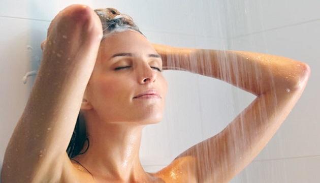 Tắm lâu với nước nóng có thể khiến bạn bị ngứa, rát toàn thân.1