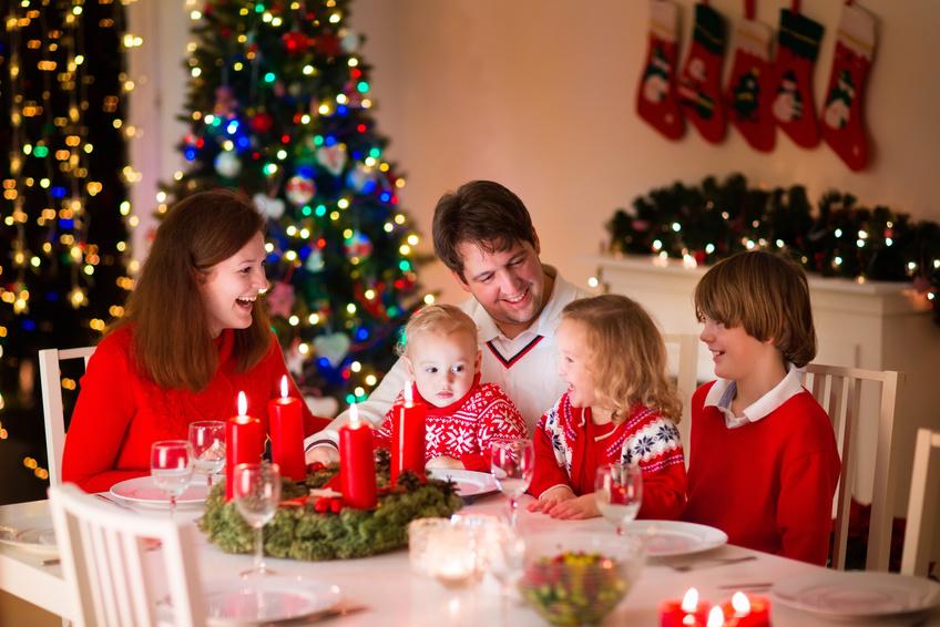 Noel là dịp mọi người tụ tập quây quần, gửi tặng cho nhau những lời chúc và món quà ý nghĩa1