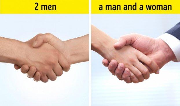 Khi phụ nữ bắt tay, họ thường chỉ đưa tay ra phía trước và không lắc tay như đàn ông1