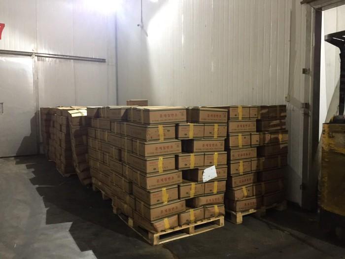 12/25 tấn đùi gà hun khói hết hạn được tích trữ trong kho lạnh1