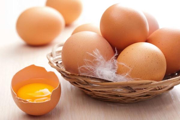 Trứng gà là một trong những thực phẩm cần kiêng ăn sau khi nặn mụn1