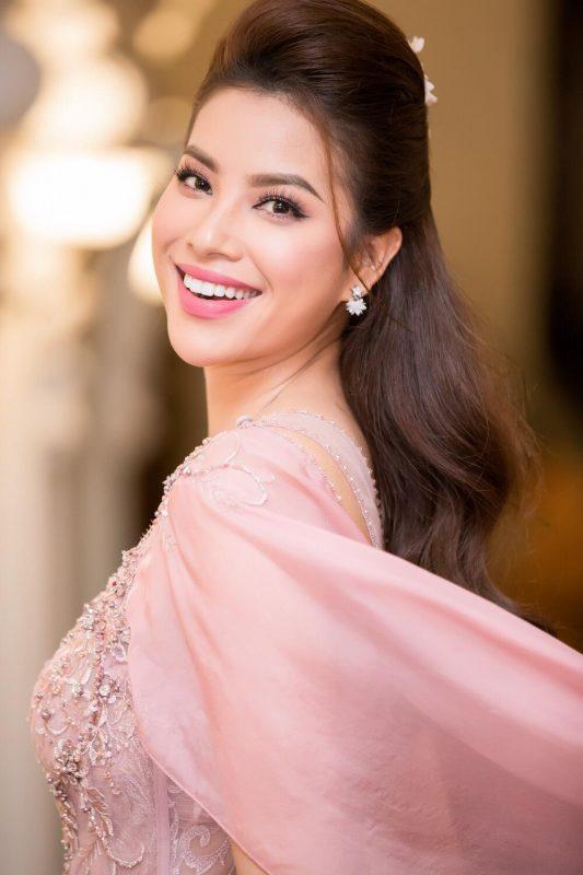 Hoa hậu Phạm Hương đột ngột từ bỏ hào quang showbiz để sang Mỹ1