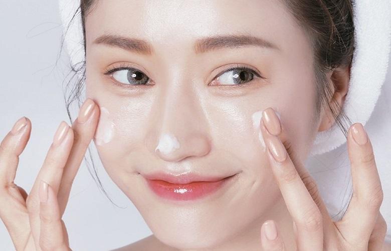 Dưỡng ẩm phục hồi da cũng hết sức quan trọng1