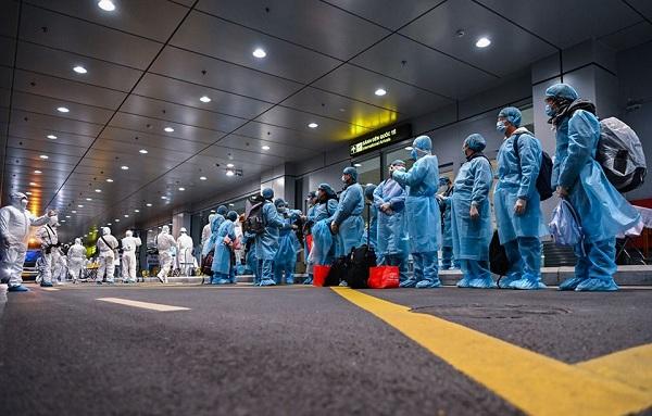Mọi người đã chuẩn bị sẵn sàng để rời khỏi tâm dịch Vũ Hán1
