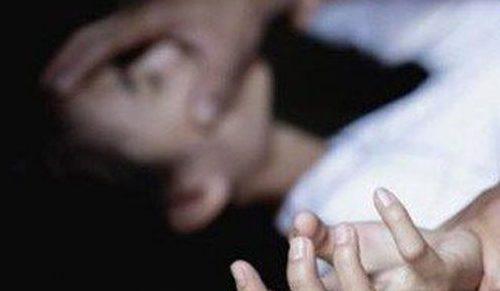 Ngủ chung phòng, nữ sinh bị 2 thiếu niên hiếp dâm nhiều lần trong đêm