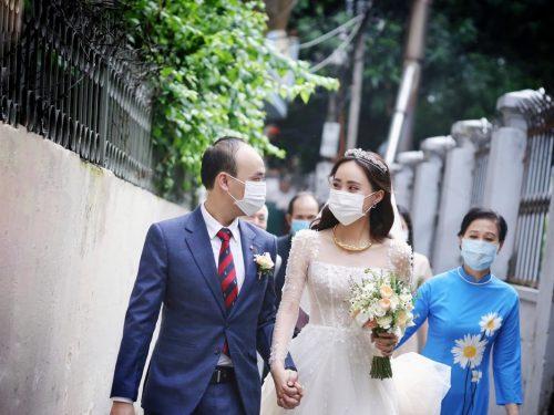 BTV Xuân Anh làm cô dâu mùa Covid 19 và lần đầu hé lộ diện mạo chú rể