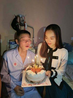 NSND Công Lý đón sinh nhật tuổi mới tại bệnh viện cùng vợ, con trai và đồng nghiệp